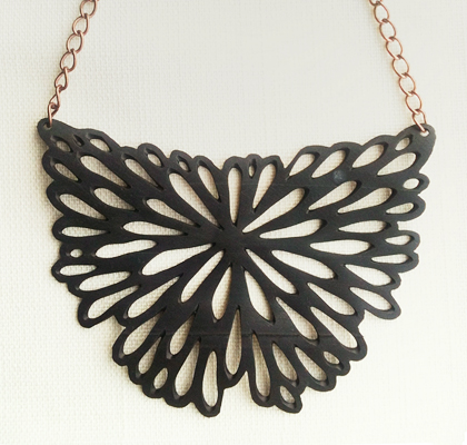 Velo floral necklace