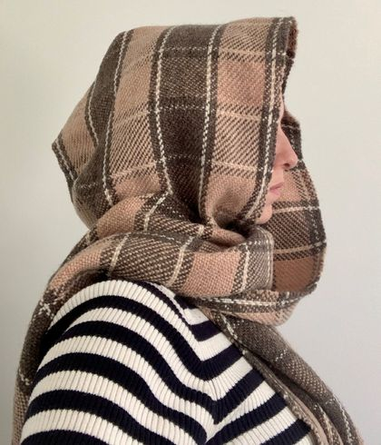 Lambs wool hand woven hooded-scarf