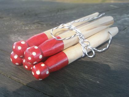 Vintage Style Dolly Pegs....Toffee Apple Red