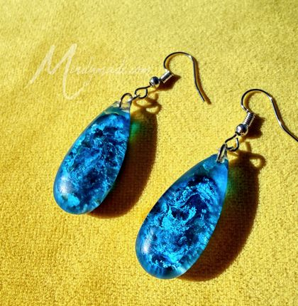 Stunning blue resin earrings *FREE SHIPPING*