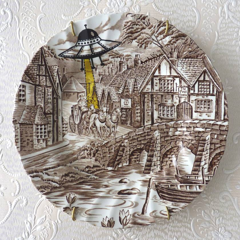UFO – upcycled vintage plate
