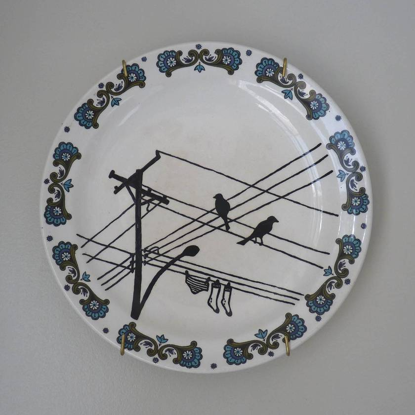"""Wired"" – upcycled vintage plate"