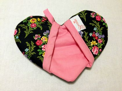 Pretty Heart Shaped Oven Mitt
