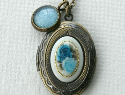 blue roses locket