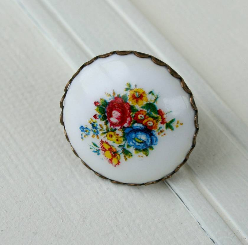 chunky floral ring - white