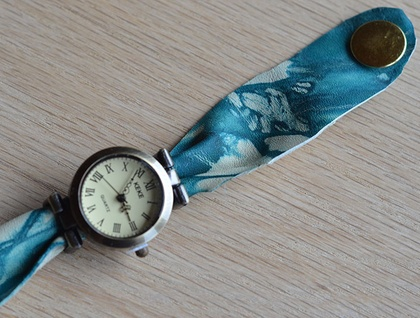 vintage style watch with genuine leather band