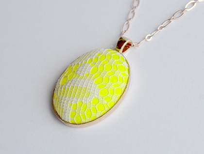 neon and lace pendant - yellow