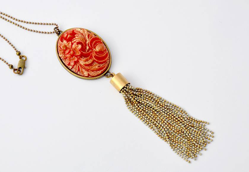 vintage carved floral with chain tassel - red