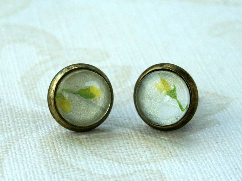 dainty yellow flower - stud earrings