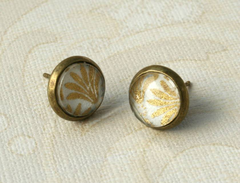 white scalloped print stud earrings