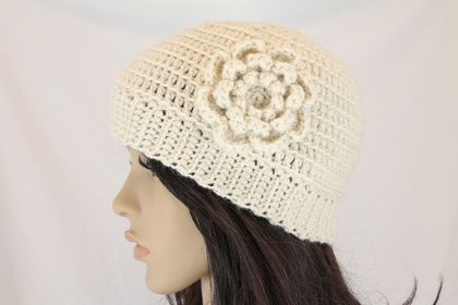 CLEARANCE Wool & Alpaca Beanie with Flower Brooch - Cream