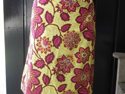 PurplyYellow snap wrap skirt in size Average