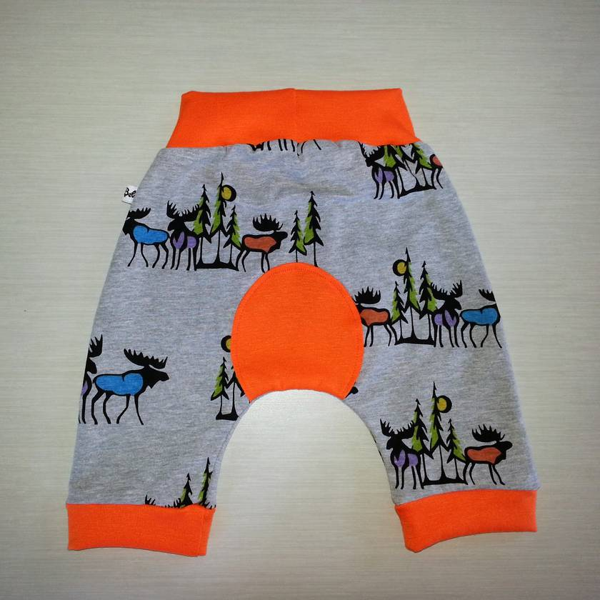 Shorties Comfy Knit Baby Pants in retro Moose print - Size 6-12m - Boy or Girl