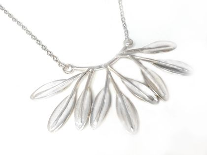 NOW $435 POHUTUKAWA LEAF BUNCH NECKLACE