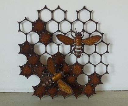 Kiwiana Garden Art Honeycomb with Bees