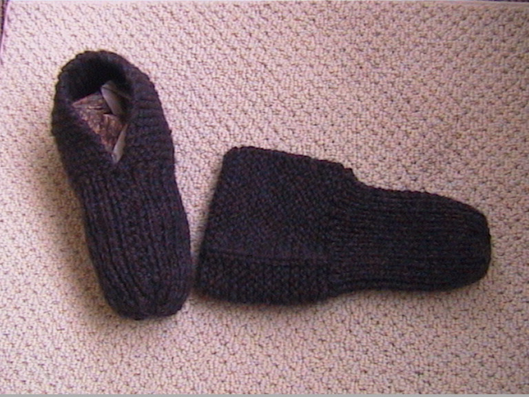 Knitting Patterns For Old Fashioned Slippers : lovely old-fashioned pair of knitted slippers. Make them ...
