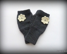 Gorgeous Fingerless Gloves with Daisy detail