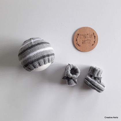 Grey & White Striped Hat & Bootie Set (Acrylic) - 0-3 Months