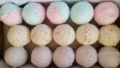 15 Bath Bombs WINTER TIME SPECIAL BOX ONLY $16.00