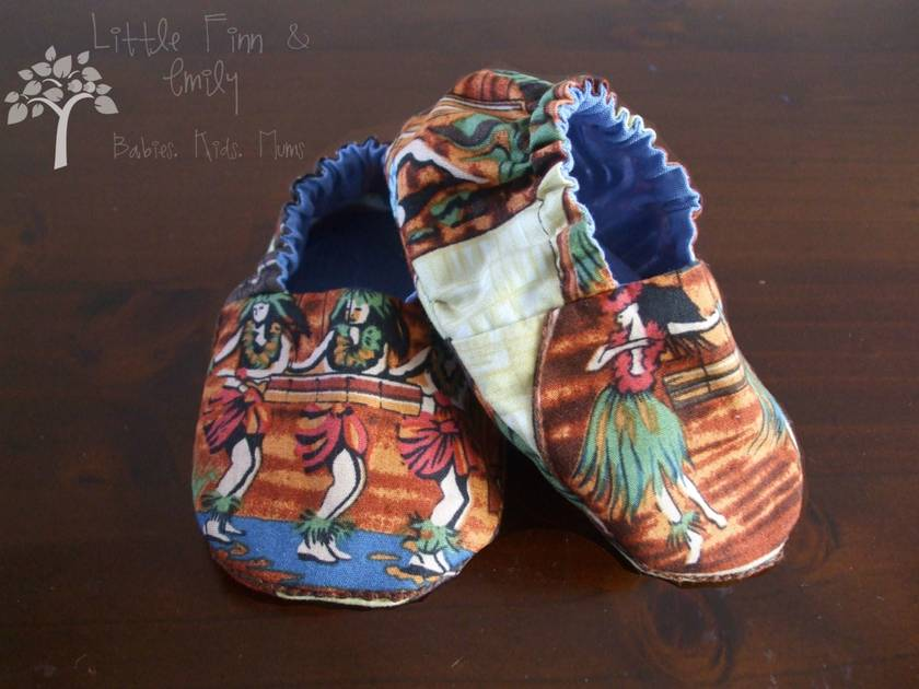 ** SALE **  'Ukulele and Hula Girls' Gorgeous Reversible Cloth Shoes.  3-6 months.