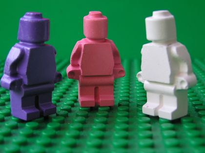 Pretty in Pink Minifigure Crayons (6 per packet)