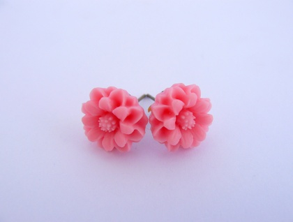 Pink resin flower earrings