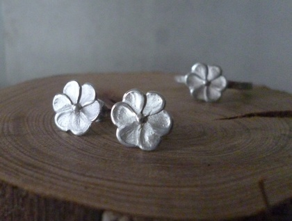 Sterling silver manuka flower earrings- studs
