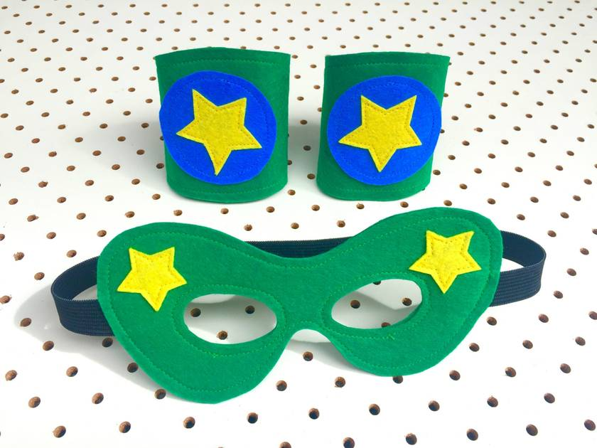 Kids Superhero Cuffs and Mask Set