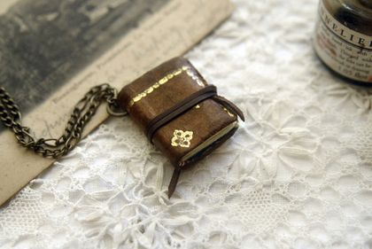 Days of Gold - Miniature Wearable Book