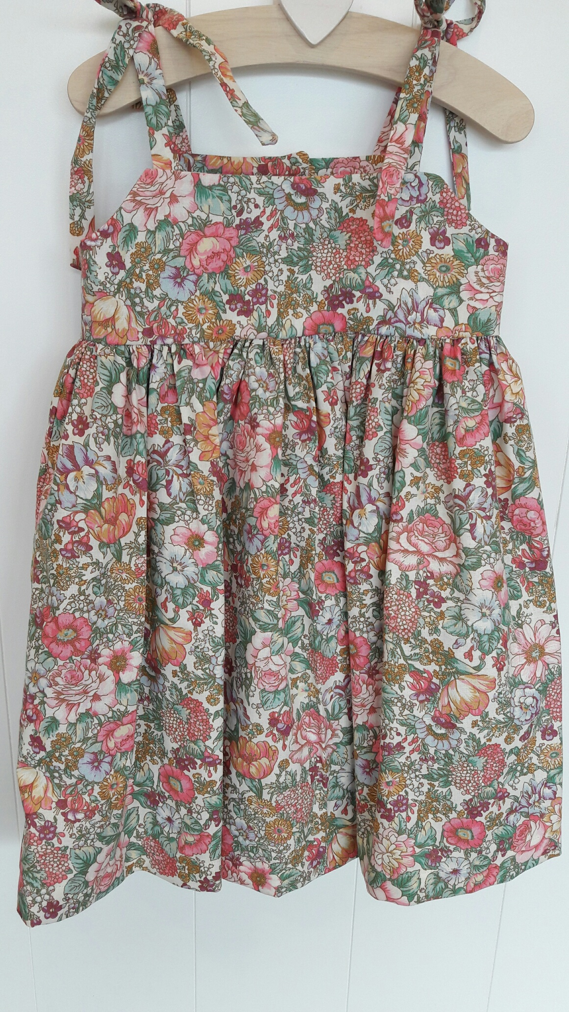 Old Navy has a collection of cotton dresses that provides a stylish look and a comfortable fit. Choose from cotton dresses in a wide selection of fabulous styles and colors.