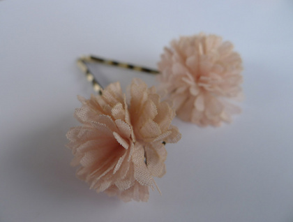 Soft pink pom pom bobbi pin set