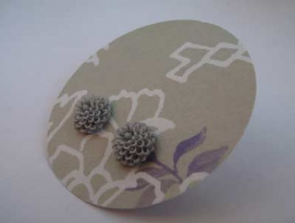 Pretty Flower earrings - Soft grey