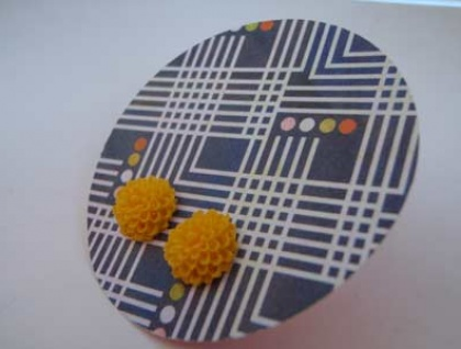 Pretty Flower earrings - Egg Yolk