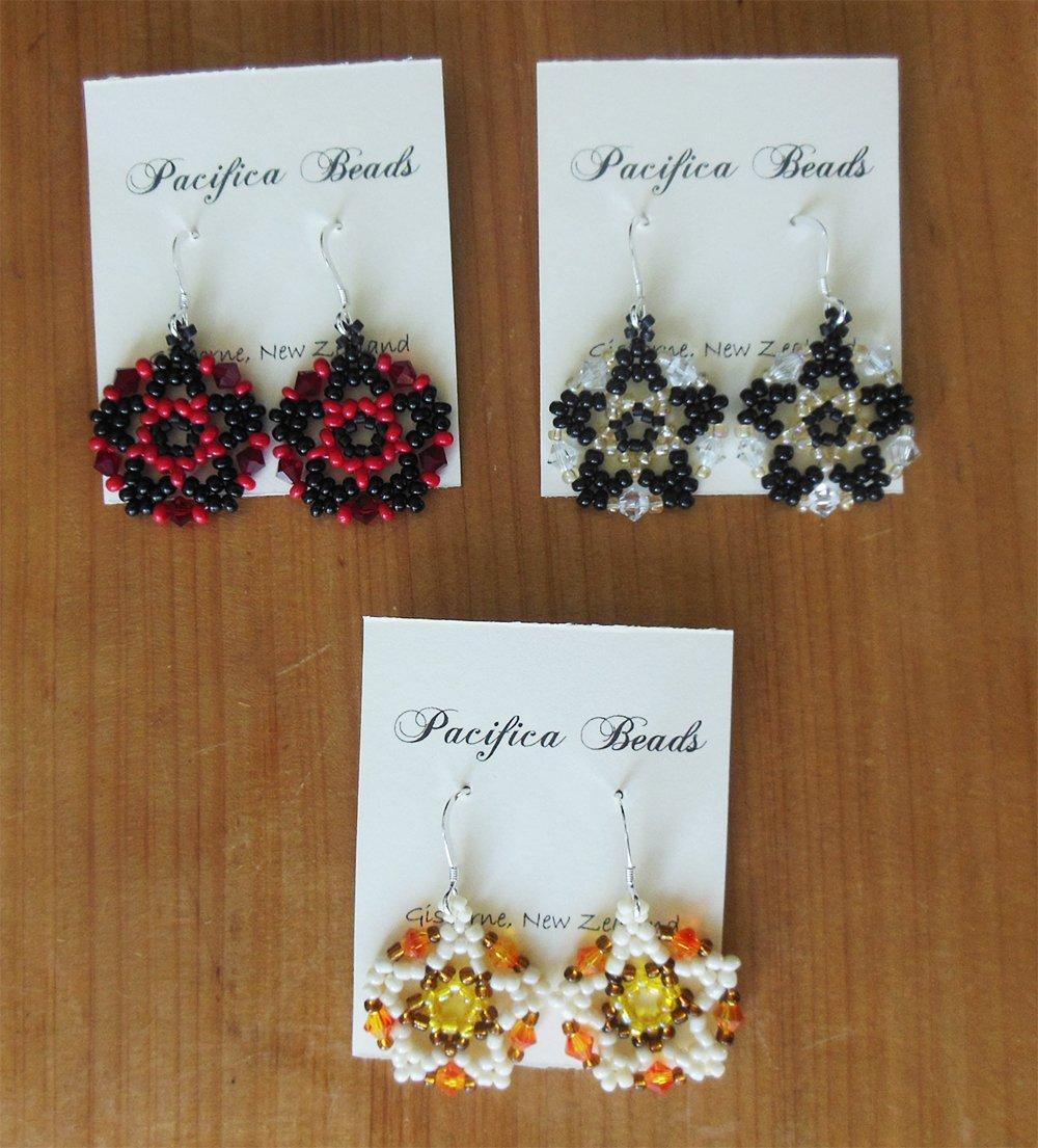 Beaded earrings-black & red star | Felt