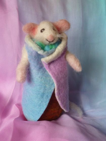 Wool mouse - Needle felted in New Zealand wool - Hand dyed wool felt coat