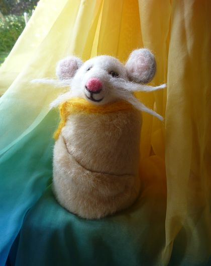 Mouse - Needle felted in New Zealand wool - Faux fur cloak
