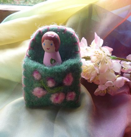 Summer time peg doll, in Handdyed wool home - Waldorf-Party favor - Girls birthday