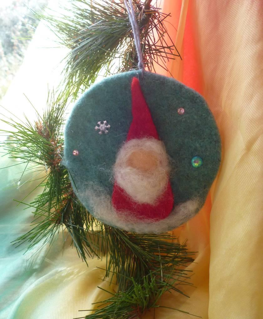 Christmas tree Santa wool decoration - Waldorf inspired - Hand dyed background