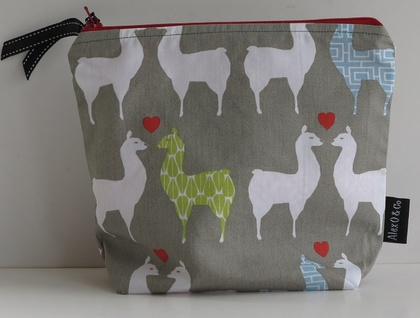 """Alpaca and Heart "" cosmetic or jewellery purse"