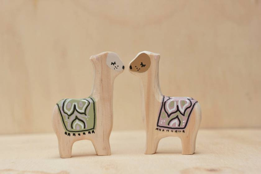 Wooden llama toy (purple)