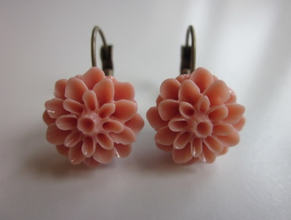 Pretty Peach Chrysanthemum Earrings
