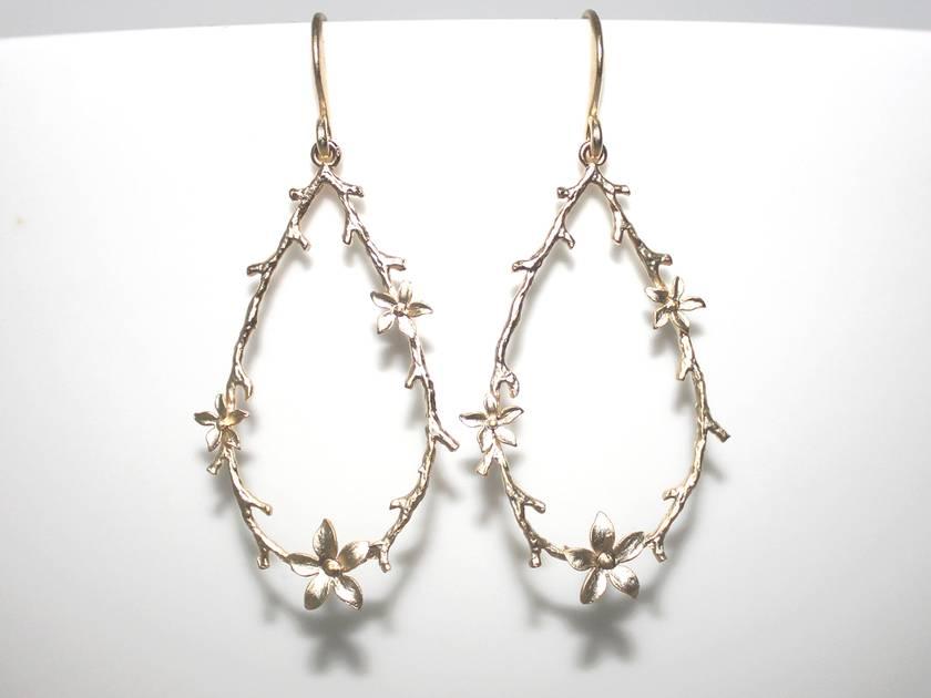 Gorgeous Golden Teardrop Blossom Earrings