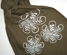 Three Flowers scarf in grey-green