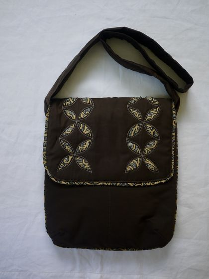 Shoulder bag with a NZ look.