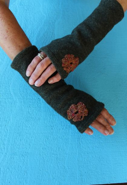 UP-CYCLED MERINO FINGERLESS GLOVES