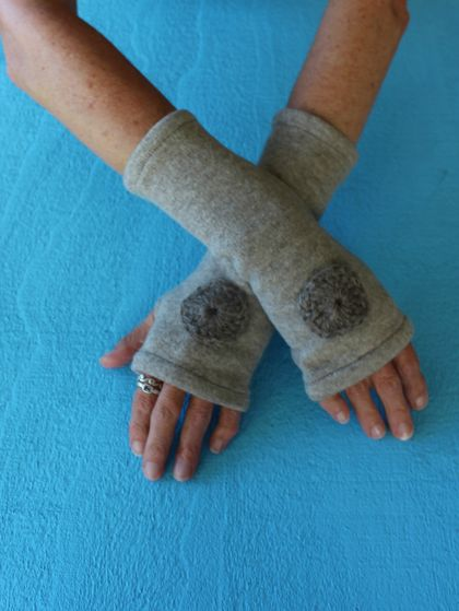 UP-CYCLED WOOL FINGERLESS GLOVES