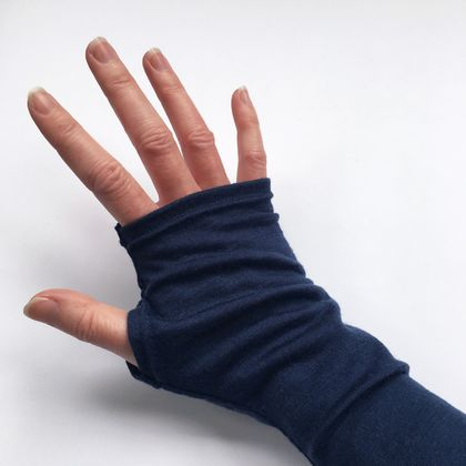 Merino armwarmers in bright navy