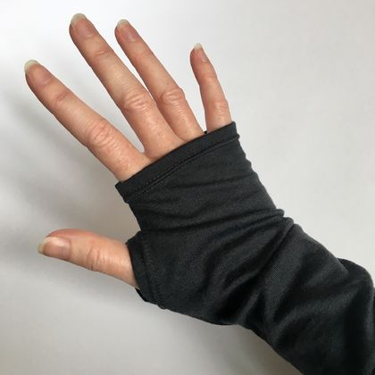 Merino armwarmers in charcoal grey