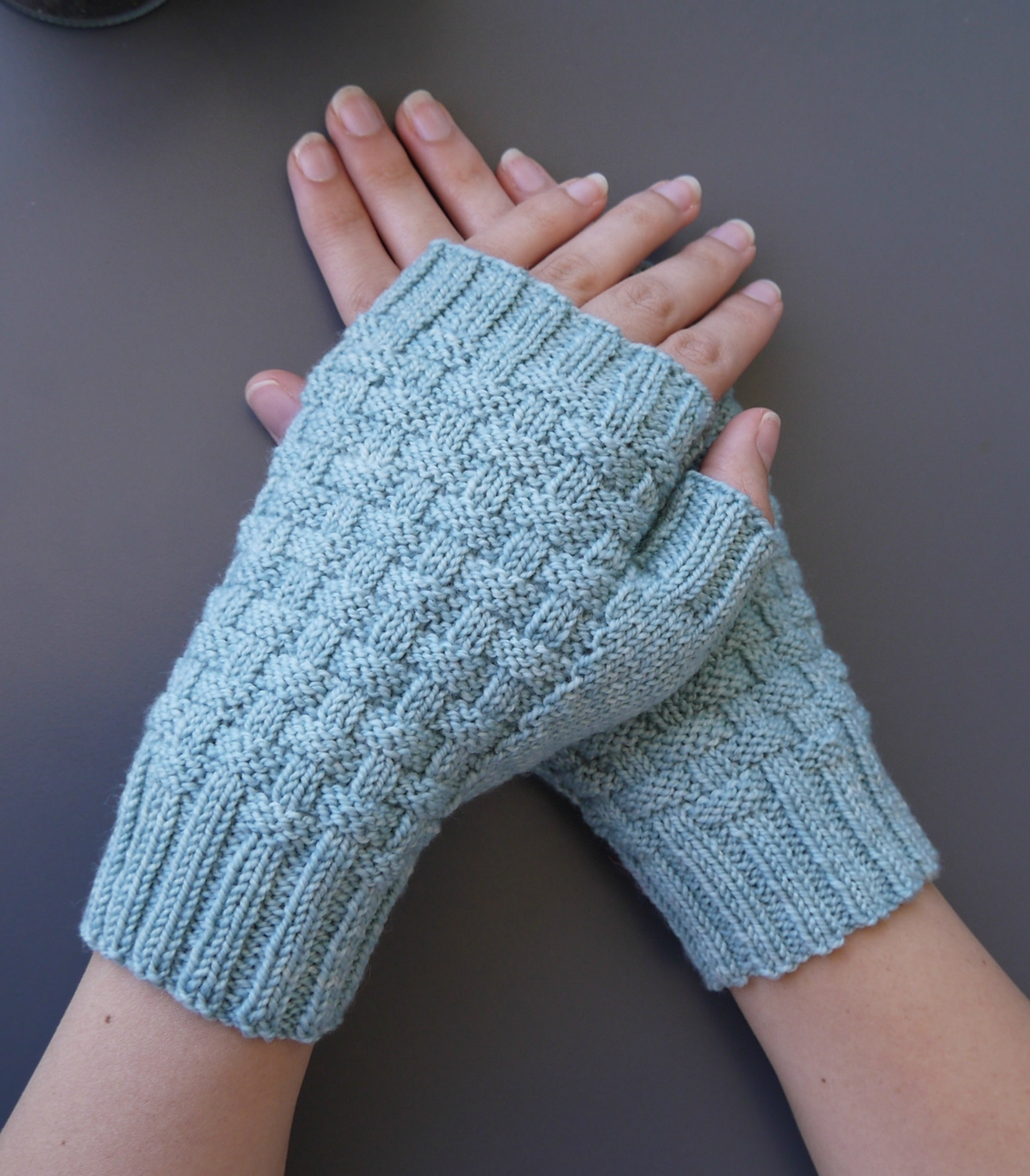 Fingerless Gloves Knitting Pattern Nz : Kete Fingerless Gloves