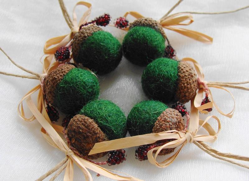 Acorn ornaments felt acorns green acorns christmas tree for How to make acorn ornaments